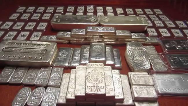 """""""Thủ phạm"""" khiến giá bạc tăng mạnh hơn cả vàng"""