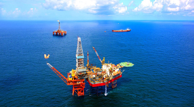 """Giá dầu tăng vọt sau thỏa thuận OPEC, cổ phiếu dầu khí sẽ """"bùng cháy"""" trong giai đoạn cuối năm?"""