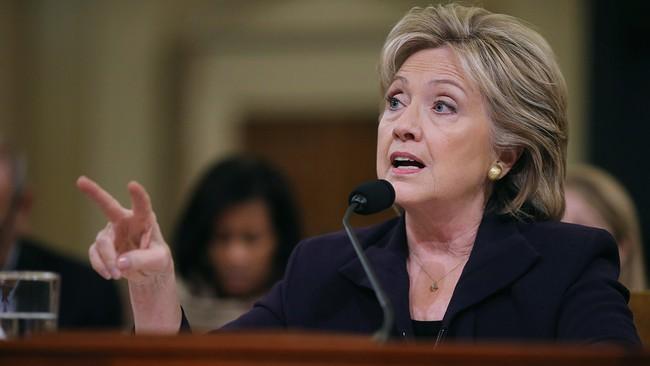 Bà Clinton bị điều tra là tin xấu cho phố Wall