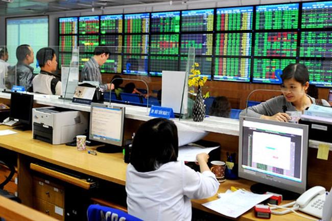 EIB bất ngờ tăng trần, VnIndex lùi về ngưỡng 560 điểm