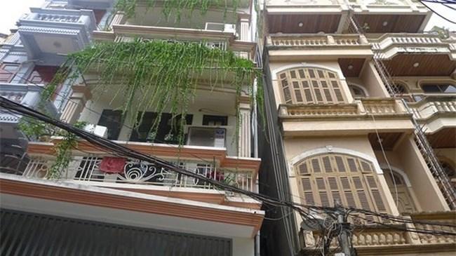 """Hà Nội """"ra tay"""" xử lý căn nhà nghiêng nguy hiểm gây kinh hãi ở Thổ Quan"""