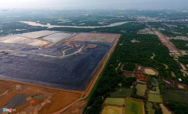 Vì sao Việt Nam chọn chôn lấp rác, dù hôi thối và tốn tài nguyên đất?