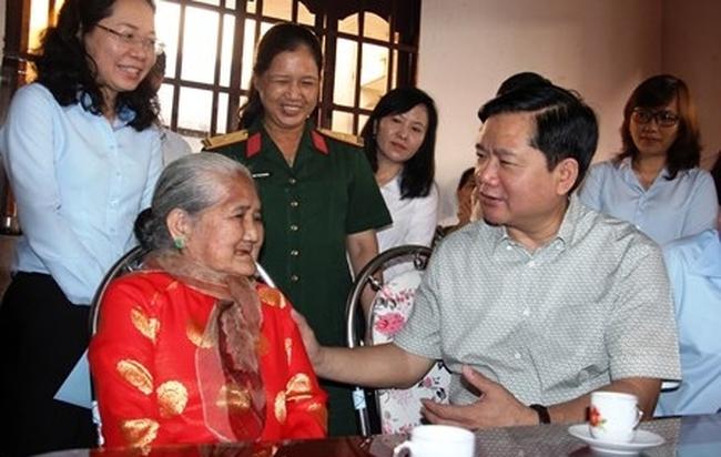 Bí thư Đinh La Thăng: Sửa nhà đàng hoàng hơn cho Mẹ