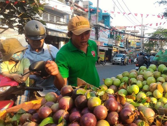 Sau Tết, trái cây rớt giá từng ngày