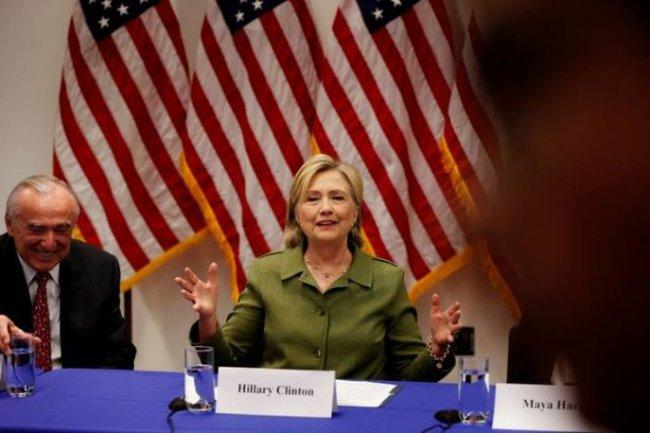 Bà Clinton mệt với 14.900 email