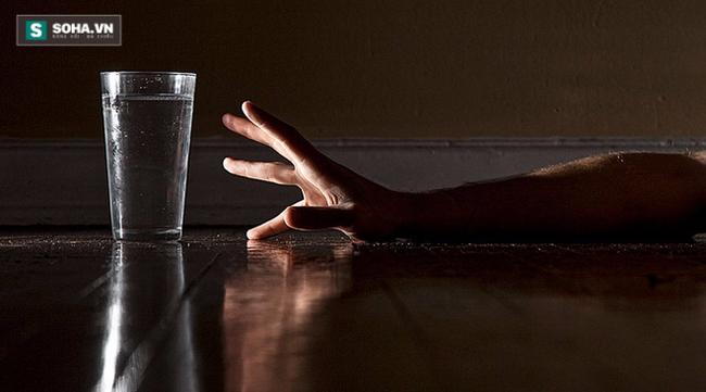 """Cơ thể sẽ """"khủng hoảng"""" như thế nào nếu không cung cấp đủ nước?"""