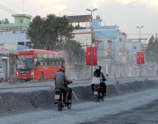 TP.HCM: Hạ cao độ đường Kinh Dương Vương 35cm vì ảnh hưởng nhà dân
