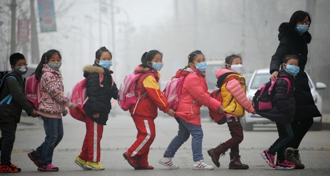 Hai lần Bắc Kinh ô nhiễm không khí báo động đỏ, Trung Quốc đã 'giải cứu' người dân bằng cách nào?