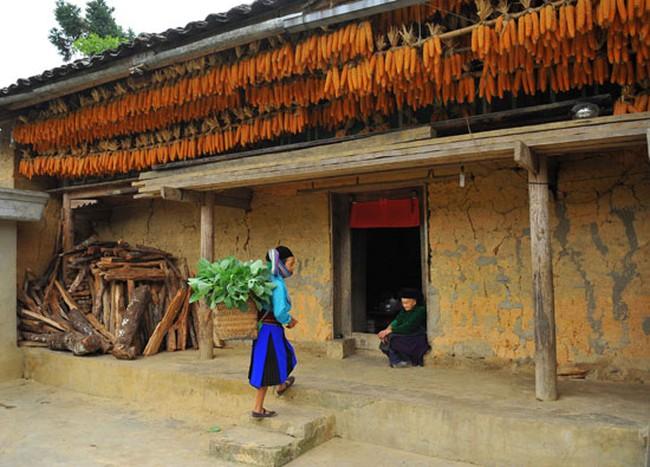 Độc đáo nhà trình tường của đồng bào Mông