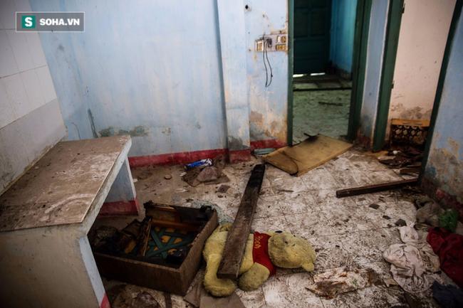 Cận cảnh vẻ hoang phế ma mị của cư xá bỏ hoang ở trung tâm Sài Gòn