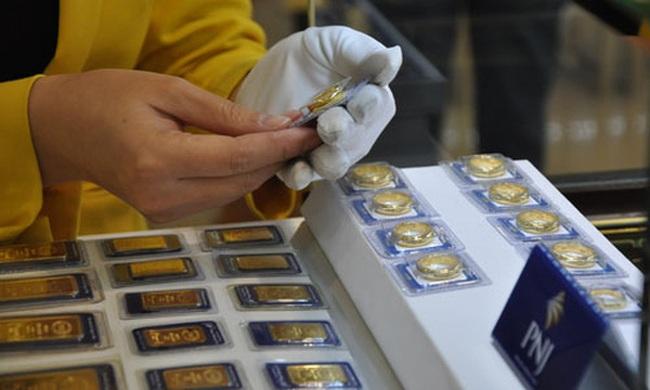 Vàng trong nước đắt hơn thế giới 5,4 triệu đồng/lượng