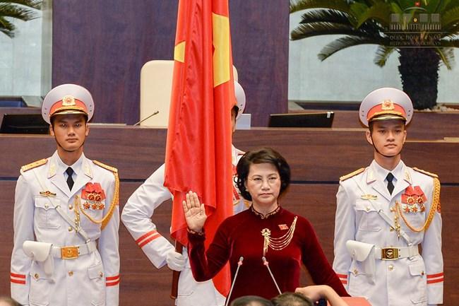 Chủ tịch Quốc hội Nguyễn Thị Kim Ngân lần đầu nói về những bộ áo dài