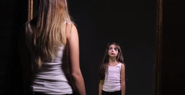 Clip: Khi bé bạn yêu thương mình như vậy, cớ sao lớn lên lại sỉ vả bản thân thế này?