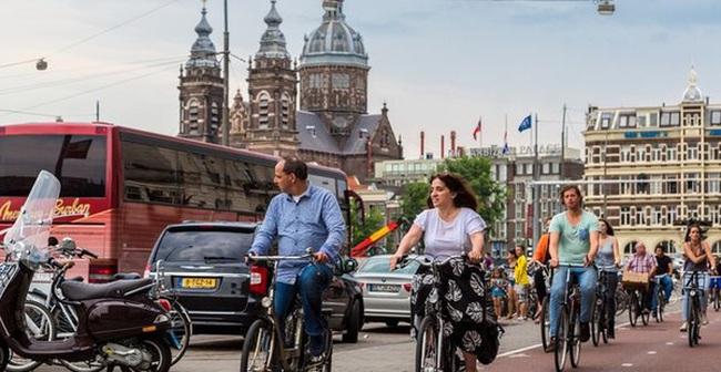 Ở các nước không bóng dáng xe máy, người ta đi lại như thế nào?