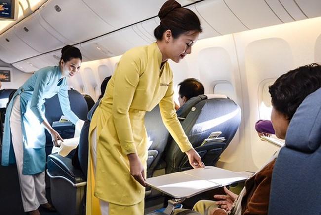 Vụ khách VIP tát tiếp viên Vietnam Airlines: Người bị hại sẽ được bồi thường gì?
