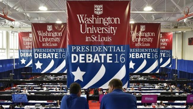 Tranh luận trực tiếp bầu cử Mỹ: Trump và Clinton không thèm bắt tay nhau trong màn chào hỏi