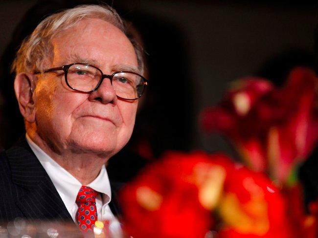 Warren Buffett tiếp tục đi ngược thị trường