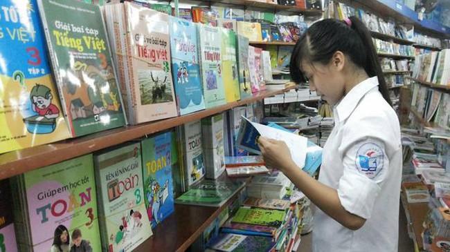 Cổ phiếu vừa tăng trần 10 phiên liên tiếp, Sách Nam Định (DST) tính chào bán 15,8 triệu cp giá 10.000 đồng