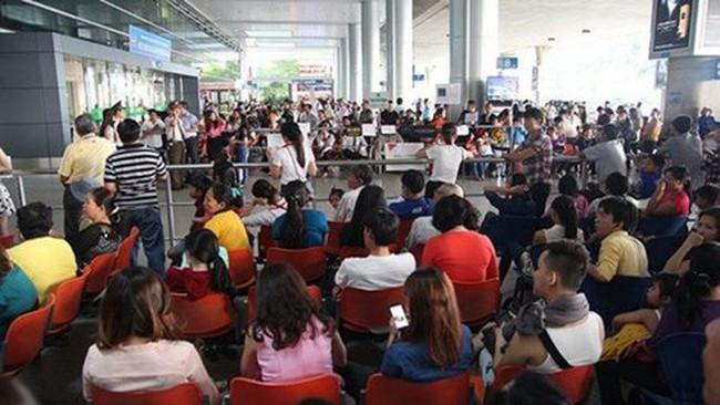 Xem xét tăng phí phục vụ khách trên chuyến bay nội địa