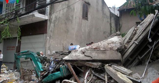 """Nhiều nhà nguy hiểm ở Hà Nội chờ sập và điệp khúc """"rà soát"""""""