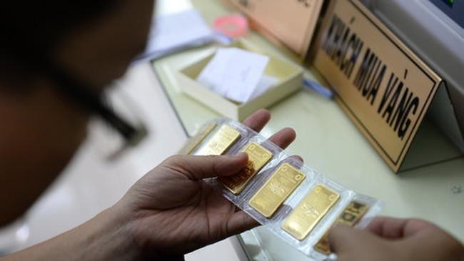 Giá vàng giảm mạnh, chênh lệch với thế giới lên hơn 5 triệu đồng mỗi lượng