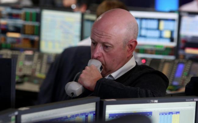 Phố Wall vẫn chưa hết sốc, sắc đỏ lại bao trùm thị trường chứng khoán toàn cầu