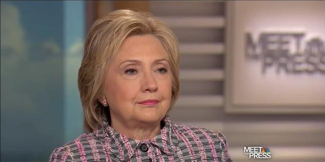 Bà Clinton lại gây bão mạng xã hội chỉ với 3 từ