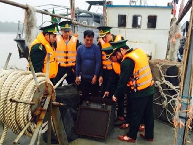Bắt giữ tàu Trung Quốc chở dầu lậu xâm phạm chủ quyền Việt Nam