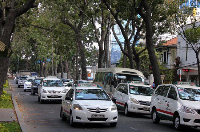 Cước taxi bắt đầu giảm...nhỏ giọt