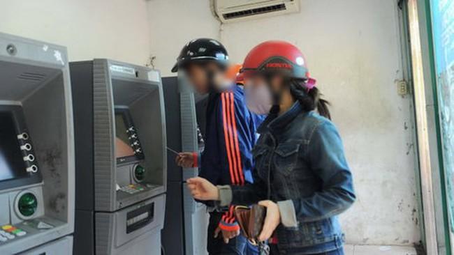 Cho thuê tên làm thẻ ATM: Chủ thẻ gánh nhiều hệ lụy