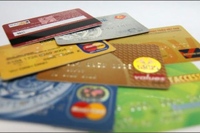 Trẻ từ 6 tuổi được dùng thẻ ATM rút tiền ra sao?