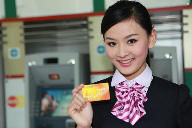 Tuyển thêm hơn 2.000 người trong nửa năm nhưng lương nhân viên VPBank lại bị cắt 20%