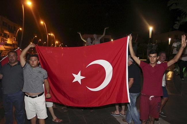 Thổ Nhĩ Kỳ ráo riết trấn an thị trường tài chính sau vụ đảo chính