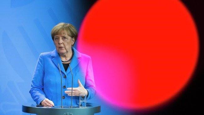 The Telegraph: Bà Merkel đẩy nền kinh tế châu Âu vào hỗn loạn