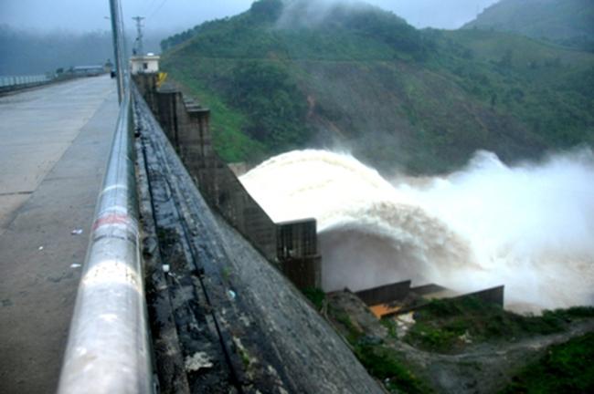 Vì sao thủy điện Đăk Mi bị phạt hơn 800 triệu đồng?
