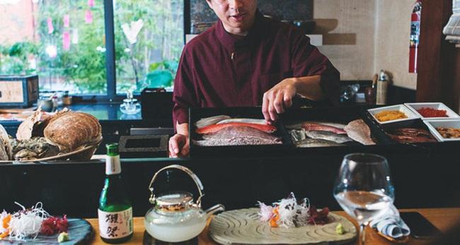 """Tại sao ở Nhật, đi ăn nhà hàng càng ngon thực khách càng bị """"hắt hủi""""?"""