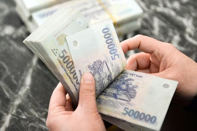 Lương của lãnh đạo cấp cao ngân hàng cổ phần trên 200 triệu đồng/tháng