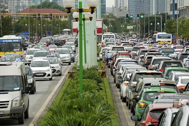 """2km cõng hơn 3 vạn dân, cho phép xây 45 tầng, đường Tố Hữu (Lê Văn Lương kéo dài) liệu có """"thất thủ""""?"""