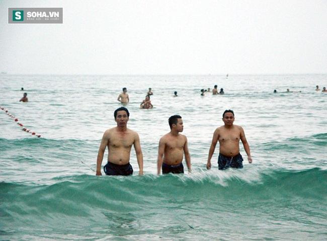 Nhiều lãnh đạo Đà Nẵng tắm biển