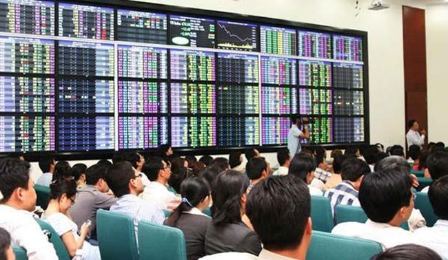 CEO, HUT, MBB, VHG, FDC, QBS, SDA, AME: Thông tin giao dịch lượng lớn cổ phiếu