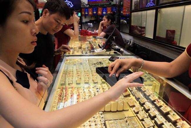 Chênh lệch giá vàng trong nước và thế giới chỉ còn 10 nghìn đồng/lượng