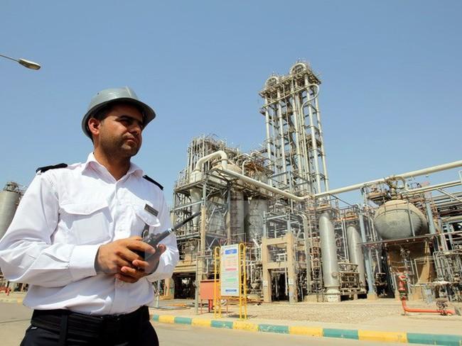 Vì sao Iran muốn thanh toán tiền bán dầu bằng đồng euro?
