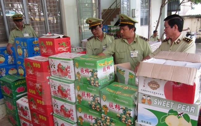"""Thu giữ gần 1 tấn trái cây Trung Quốc và nửa tấn nội tạng """"bẩn"""""""