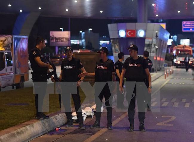 Vụ đảo chính ở Thổ Nhĩ Kỳ: Tổng tham mưu trưởng bị bắt làm con tin