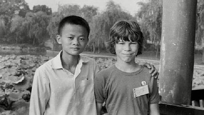 Từng trượt ĐH 2 lần, không vào nổi KFC, nay là vĩ nhân làm thay đổi cả lịch sử Trung Quốc