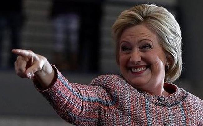 Bà Clinton quay trở lại đường đua vào Nhà Trắng