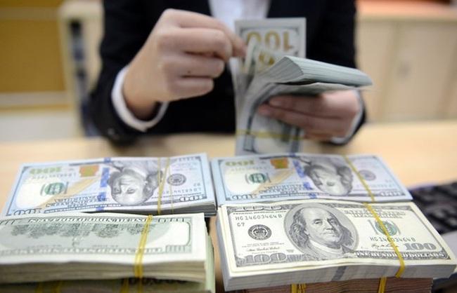 Tỷ giá trung tâm tiếp tục giảm, USD ngân hàng đứng yên