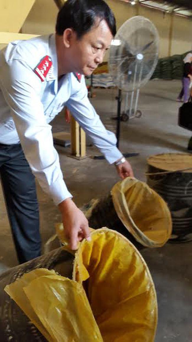 Trộn chất cấm vào thức ăn chăn nuôi: Sẽ bị 20 năm tù, còn bị phạt 1 tỉ đồng