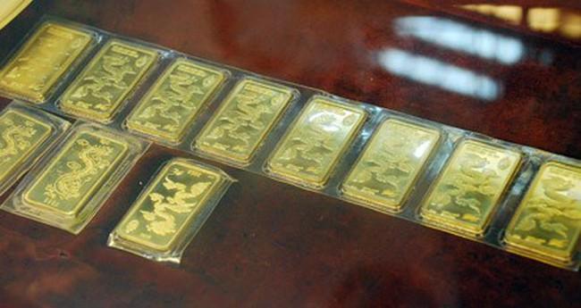Giá vàng trong nước sắp ngang thế giới