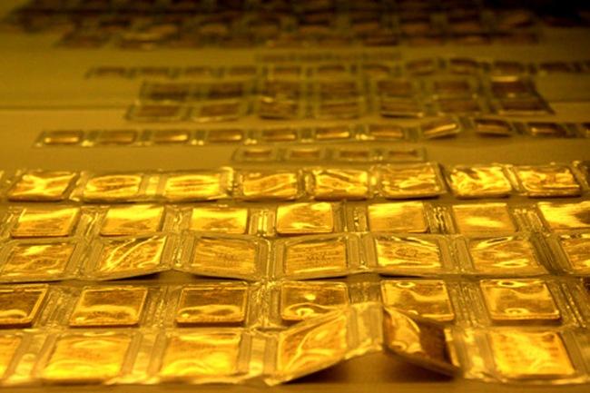 Giá vàng xoay quanh mốc 33 triệu đồng/lượng